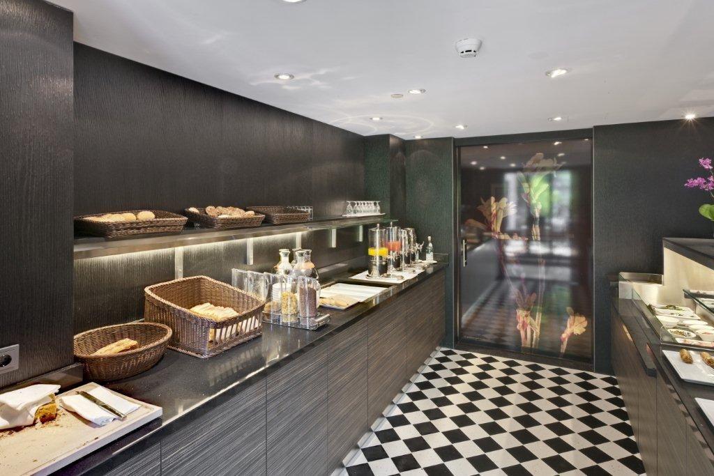 Lakwerk Hilton Hotel Den Haag